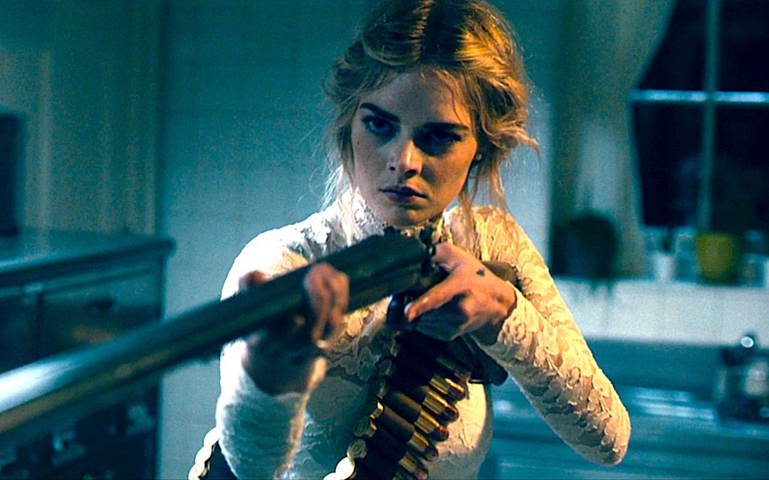 Grace (Samara Weaving) fends off an attacker while holding a rifle in 'Ready or Not' (Courtesy: Fox Searchlight)