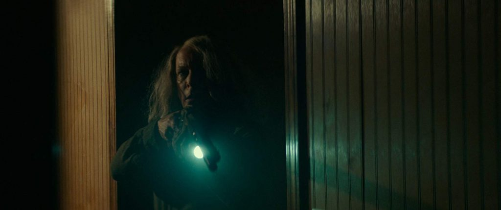 Laurie Strode fights back in 'Halloween' (2018) (Courtesy: Universal)
